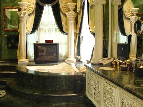 Bathrooms Of Mannat